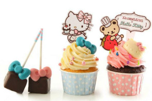 Dazzling Cafe Hello Kitty Small