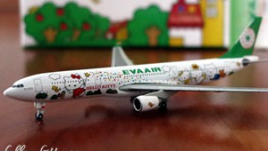 Eva Air Hello Kitty Airbus Plane Model Small