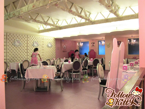 Only standard chairs and tables on the first floor! -_-b (Hello Kitty Sweets Café)