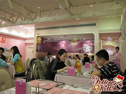 More Customers Coming... (Hello Kitty Sweets Café)