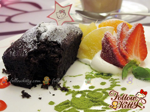 Finally start my cake... (Hello Kitty Sweets Café)