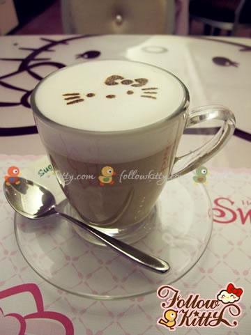 Smiling Kitty on My Delicious Latte Macchiato (Hello Kitty Sweets Café)