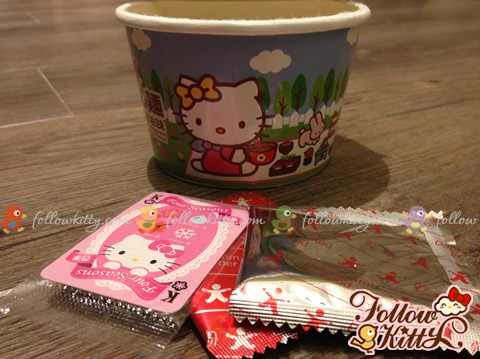 Hello Kitty Mini Cup Noodles Package - Play card and Seasonings
