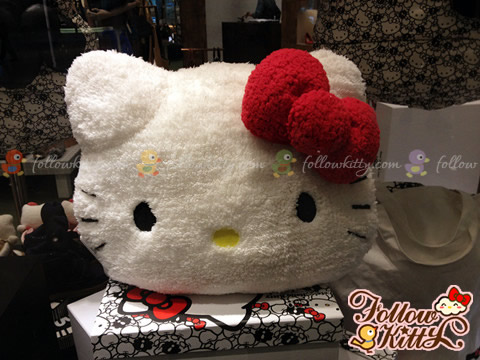 Hong Kong ete! x Hello Kitty Cushion