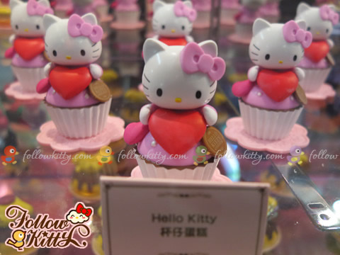 Hello Kitty in 7-Eleven Hello Kitty & Friends Sweet Delight Display