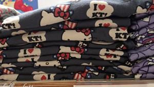UNIQLO Crossover Hello Kitty Valentine 2013 Small