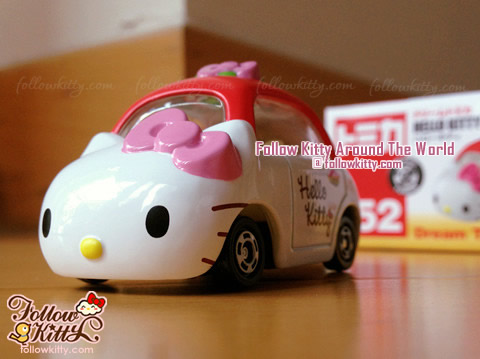 Front of Dream Tomica Hello Kitty Car Model (No.152) (Japan TAKARA TOMY)