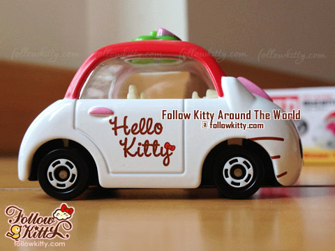 Side of Dream Tomica Hello Kitty Car Model (No.152) (Japan TAKARA TOMY)