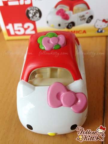 Top of Dream Tomica Hello Kitty Car Model (No.152) (Japan TAKARA TOMY)
