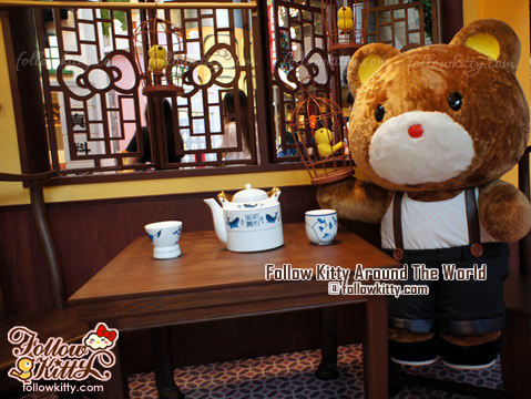 Tippy inside the Hello Kitty Dim Sum Restaurant with His Bird - Hello Kitty Back to 1960s in Langham Place
