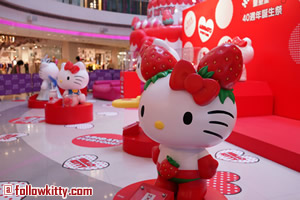 Hello Kitty Windsor House Small