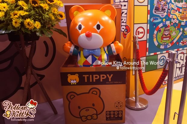 Cute Tippy is waiting for you on the entrance
