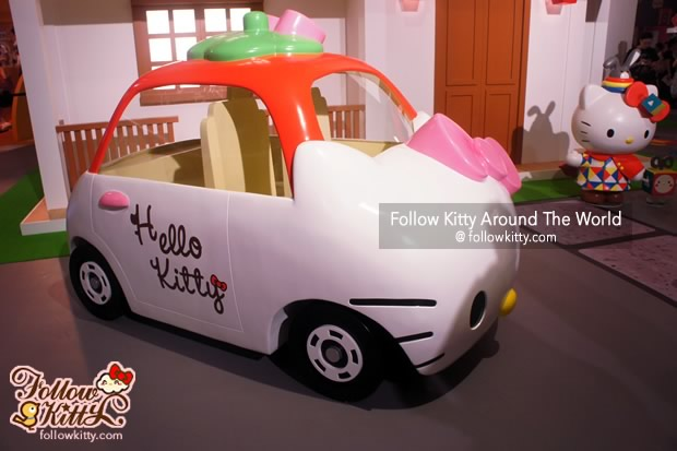Hello Kitty Tomica Car
